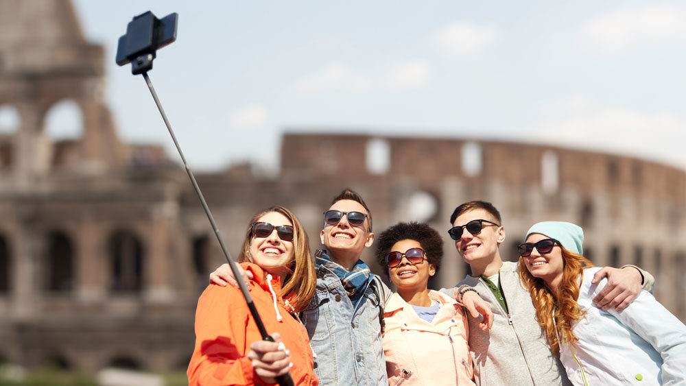 travel with a group while travelling on a budget